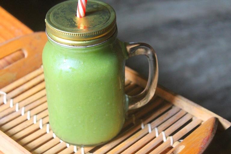 Freezer Green Smoothie Recipe – Pineapple, Avocado & Spinach Smoothie Recipe