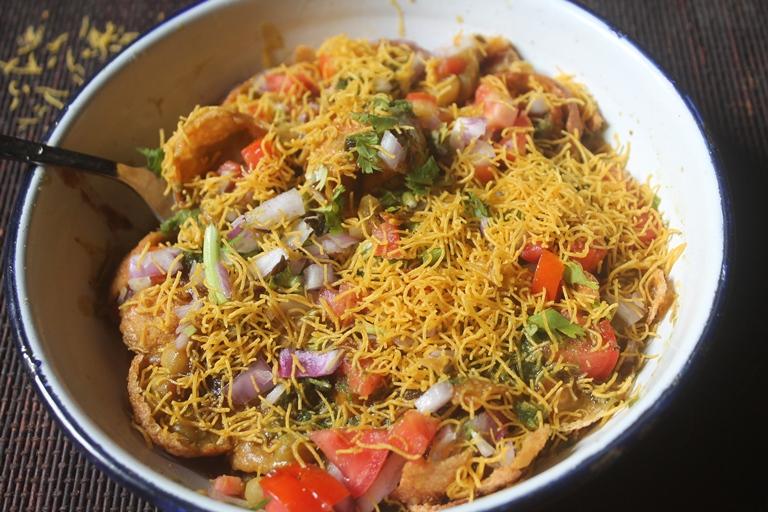 Green Peas Chaat Recipe – Green Peas Puri Chaat Recipe