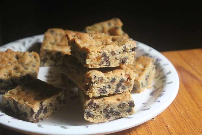 Eggless Whole-Wheat Chocolate Chip Cookie Bar Recipe