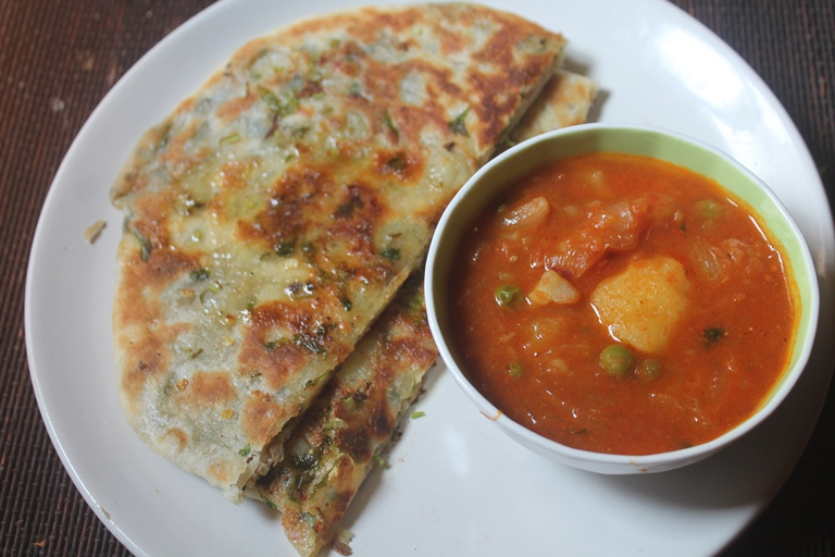 Amristari Aloo Kulcha Recipe – Stuffed Potato Naan Bread Recipe