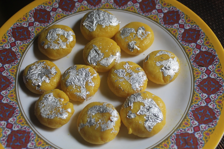 Mango Peda Recipe – Instant Mango Peda with Milk Powder