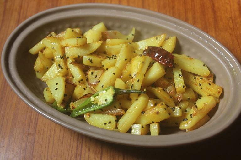Bengali Alu-Pyaz Bhaja Recipe