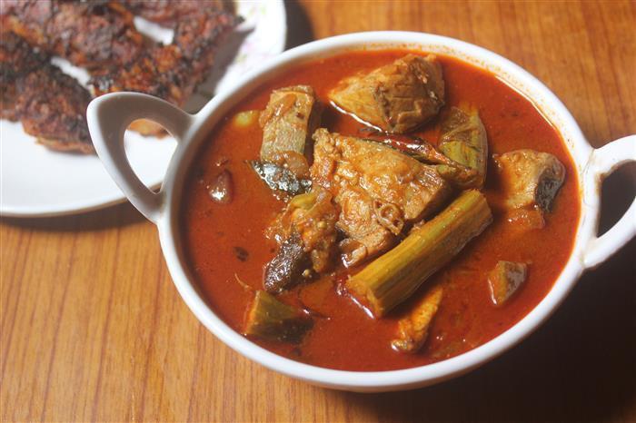 Fish Puli Kuzhambu Recipe – Meen Pulikulambu Recipe