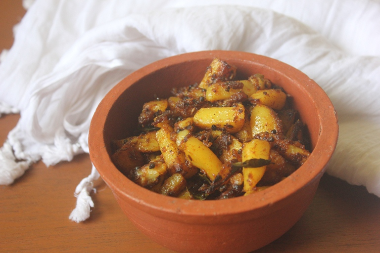 Batata Nu Shaak Recipe – Gujarati Potato Sabzi Recipe