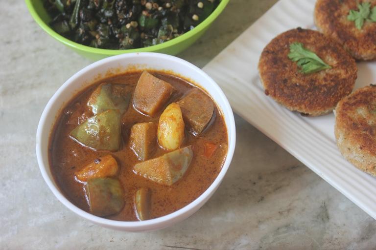 Brinjal Garlic Kuzhambu Recipe – Kathirikai Poondu Puli Kulambu Recipe