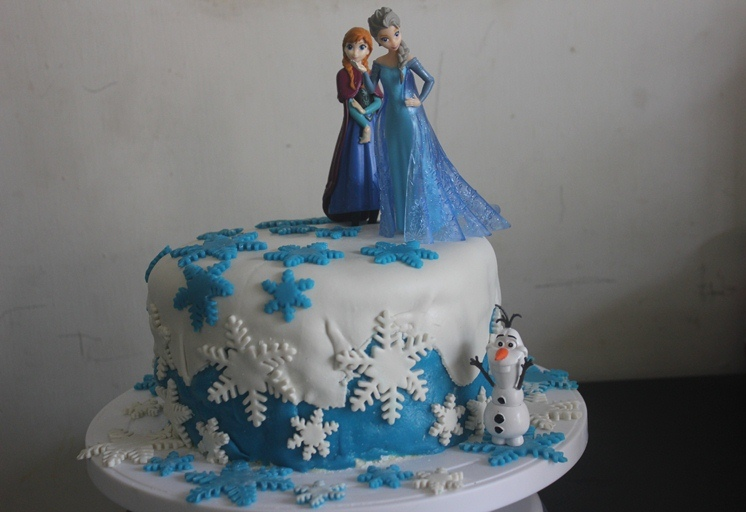 Magnificent Frozen Themed Fondant Birthday Cake Recipe Frozen Cake Ideas Funny Birthday Cards Online Inifodamsfinfo