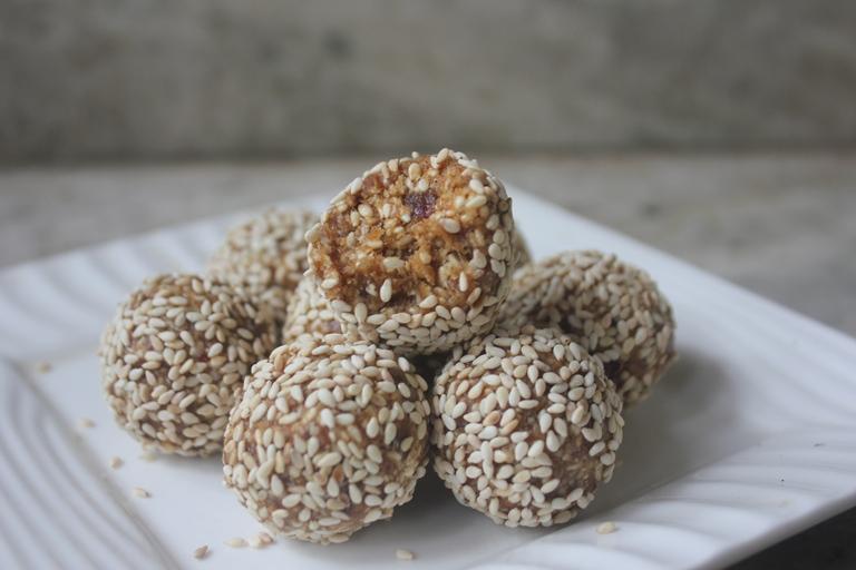 Dates Sesame Seed Ladoo Recipe – Diwali Sweets Recipe