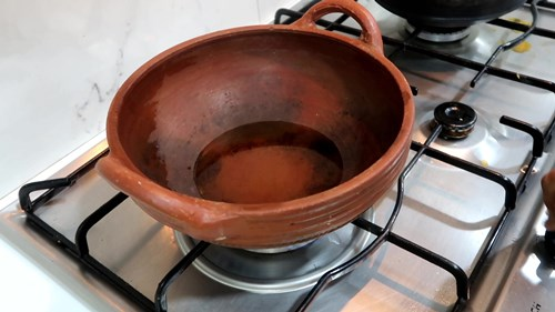 earthern ware pot