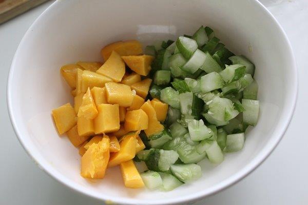 Mango Cucumber Salsa passo 2